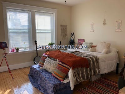 Allston 3 Beds 1 Bath on Farrington Ave. Boston - $3,450