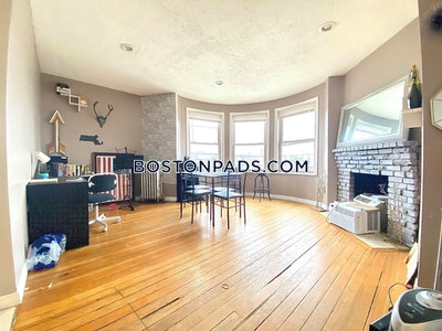 Fenway/kenmore Beautiful 2 bedroom apartment or 3 bedroom split in Fenway on Beacon St Boston - $2,500