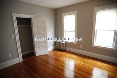 Mission Hill 4 Beds 1 Bath Boston - $3,400