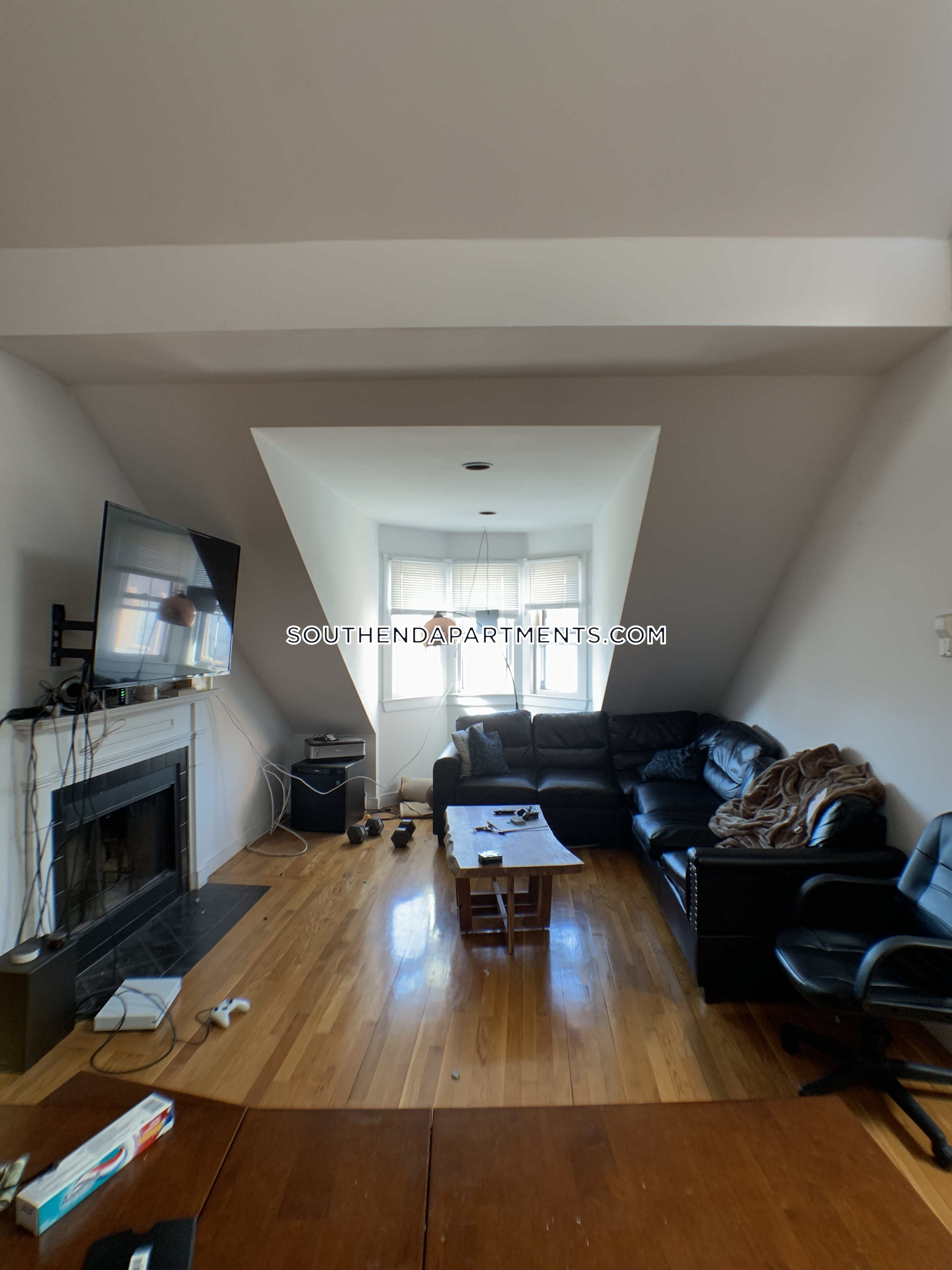 Peachy South End Apartment For Rent 3 Bedrooms 1 Bath Boston 4 400 Beutiful Home Inspiration Ommitmahrainfo