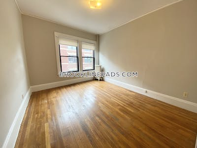 Brookline 1 Bed 1 Bath BROOKLINE- COOLIDGE CORNER $2,145  Coolidge Corner - $1,900 No Fee