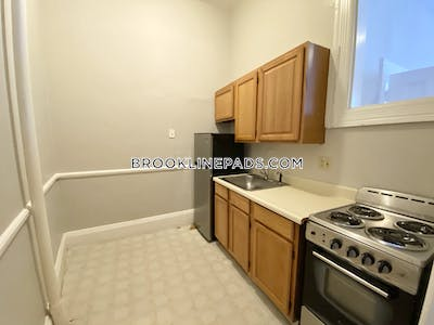 Brookline 0 Bed 1 Bath BROOKLINE- COOLIDGE CORNER $1,695  Coolidge Corner - $1,595 No Fee